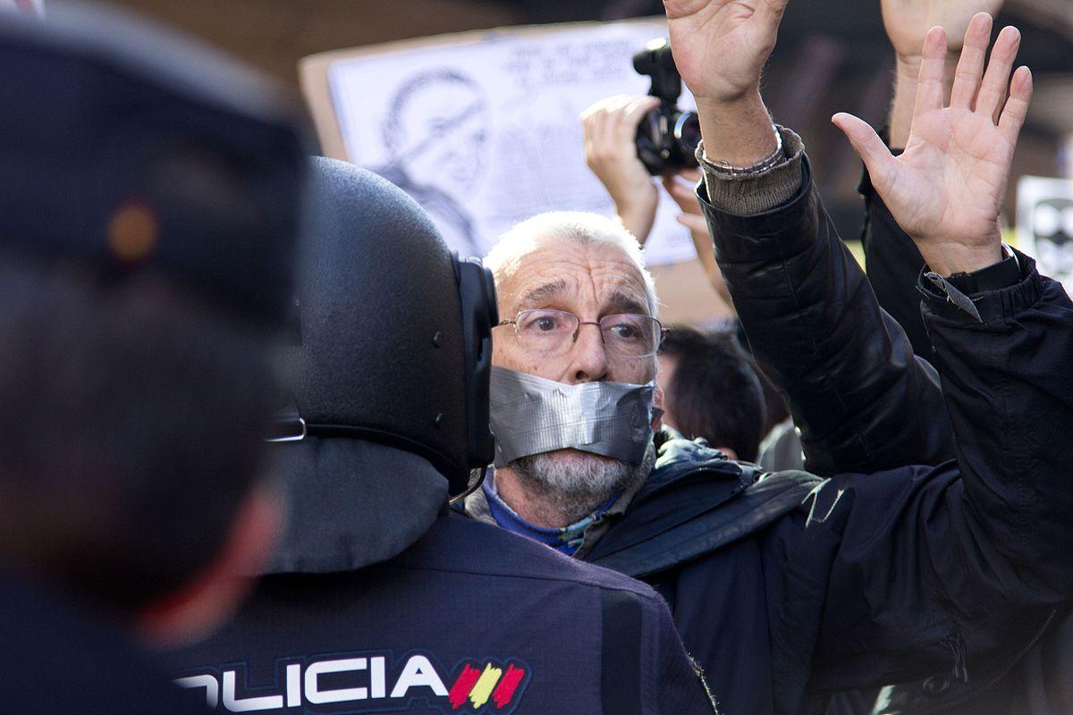 "Demonstration gegen das ""Gag Law Ley Mordaza"" in Madrid am 20. Dezember 2014 von Carlos Delgado (CC BY-SA 4.0)"