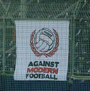 Fußballanhänger Ultras im Hapoel Tel Aviv Werner100359 CC BY-SA 3.0
