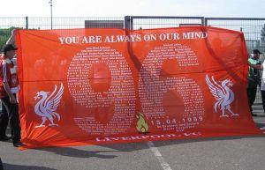 Banner anläßlich des 20ten Jahrestags der Hillsborough Tragödie. Fot: Linksfuss, CC BY-SA 3.0