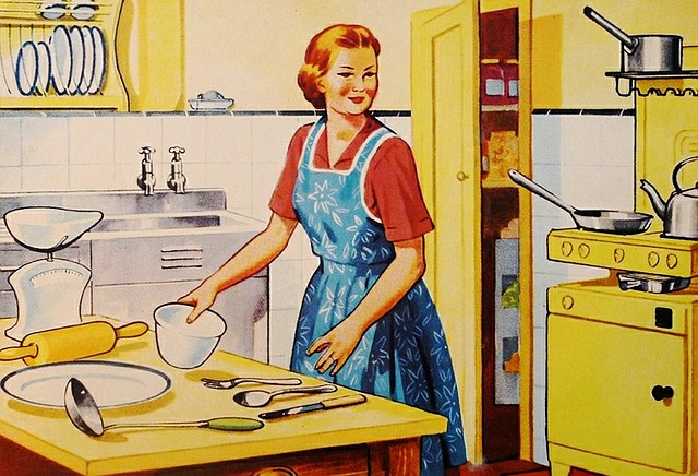 Hausfrau Image - ArtsyBee; pixabay.com; Creative Commons CC0