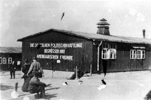 Foto aus dem KZ Buchenwald aufgenommen am 16. April 1945. (J. Rouard; CC BY-SA 3.0)
