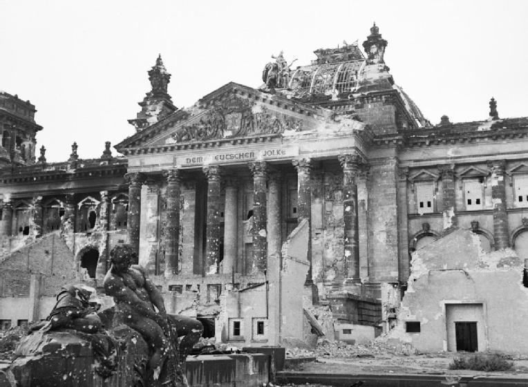 Tag der Befreiung: Über die Mitläufer und Untertanen des Kaisers und der Nazis