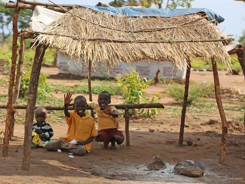 Kinder auf der Flucht vor eskalierender Gewalt im Südsudan
