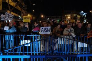 640px-Protesta_en_contra_del_Partido_Popular_ante_su_sede_en_la_calle_Génova_de_Madrid_(1_de_febrero_de_2013)_(2)
