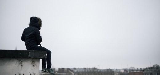 Am Rand des Daches. (Foto: Etienne Boulanger, Unsplash.com)