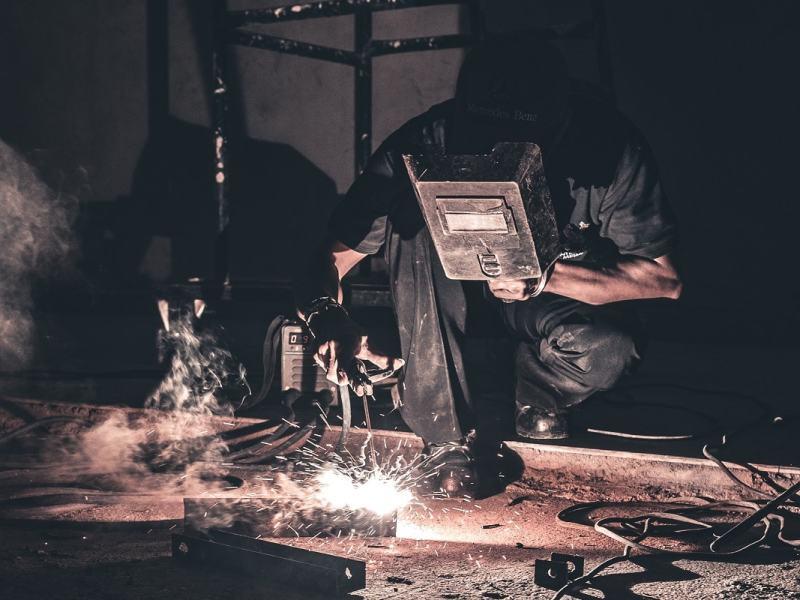 Labor, Fabrik und Sklaverei: Über die Polarisierung der Arbeit