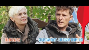 Bilbo Calvez und Sebastian Rost im Gespräch über Earthship (Foto: Bilbo Calvez)