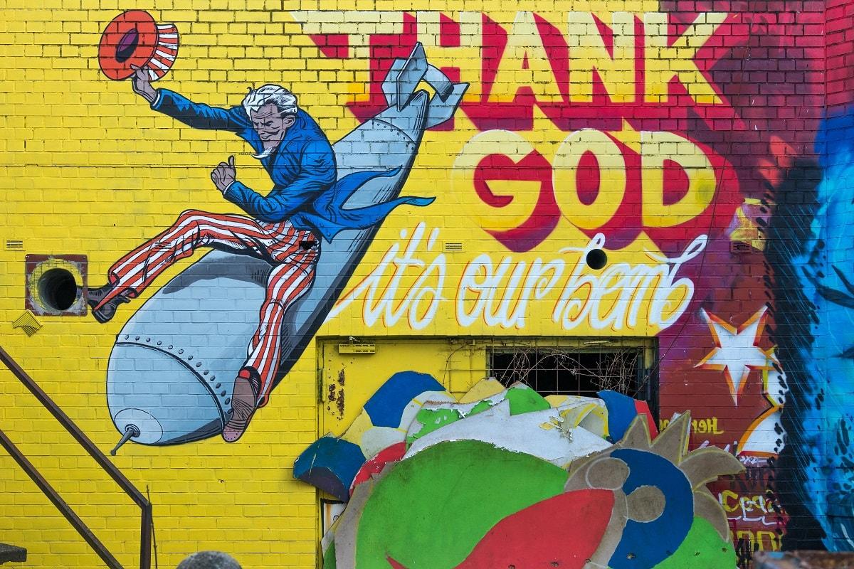 Uncle Sam auf der Bombe als Street Art Comic. (Foto: Sebastian Spindler, Unsplash.com)