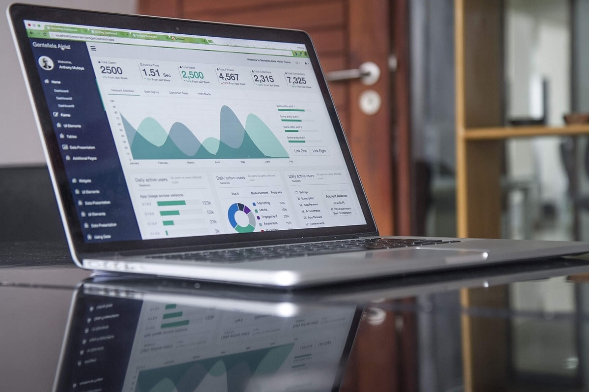 Laptop auf einem Tisch. (Foto: Carlos Muza, Unsplash.com)