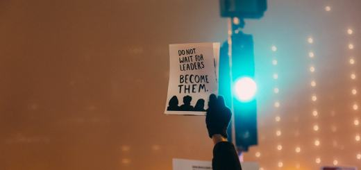 Do not wait for leaders. Become Them. Bleibt keine Untertanen. (Foto: Rob Walsh, Unsplash.com)