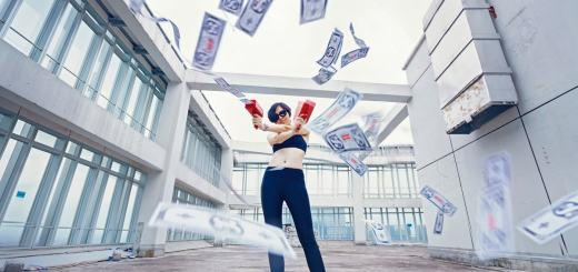 Money Gun Woman. (Foto: Marco Xu, Unsplash.com)