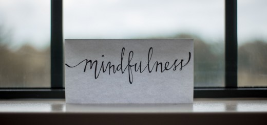 Paper with mindfulness. (Foto: Lesly Juarez, Unsplash.com)