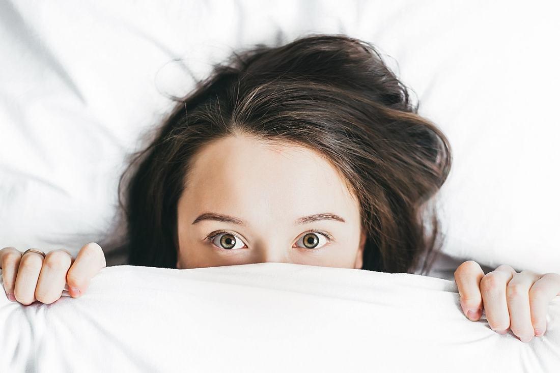 Verstecken unter der Bettdecke. (Foto: Alexandra Gorn, Unsplash.com)