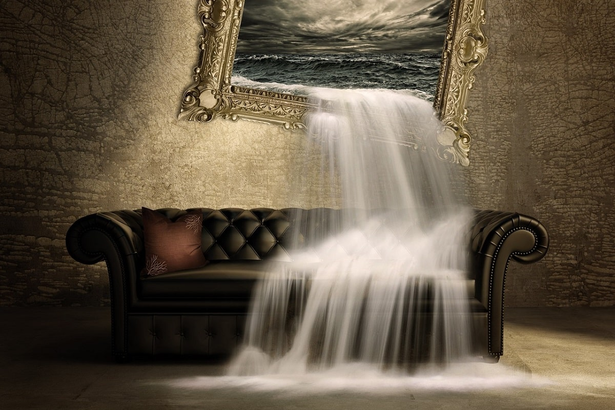 Wasserfall auf die Couch. (Illustration: Schmidsi, Pixabay.com, Creative Commons CC0)