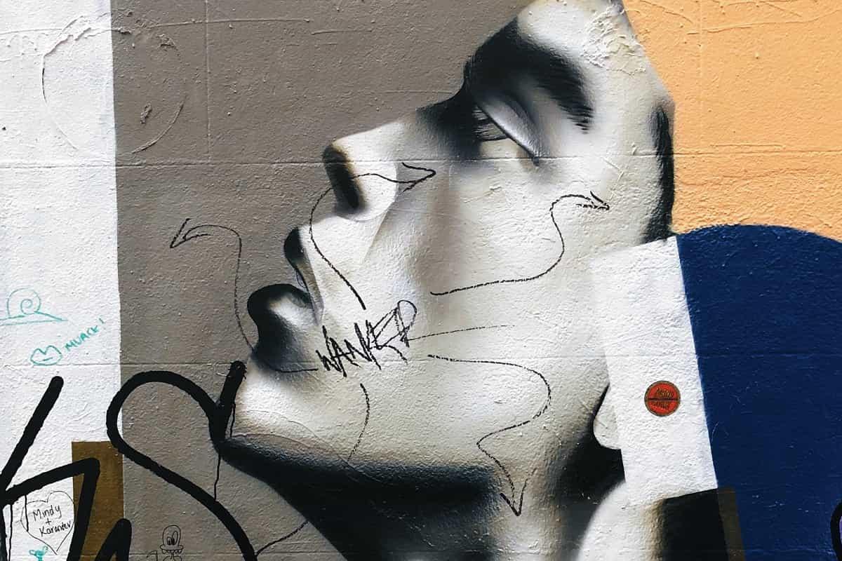 Erkenntnis und Erkennen: Frauengesicht als Graffiti. (Foto: Jon Tyson, Unsplash.com)
