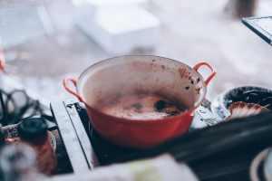 Kochen im alten Topf in Noordermarkt. (Foto: Florencia Viadana, Unsplash.com)