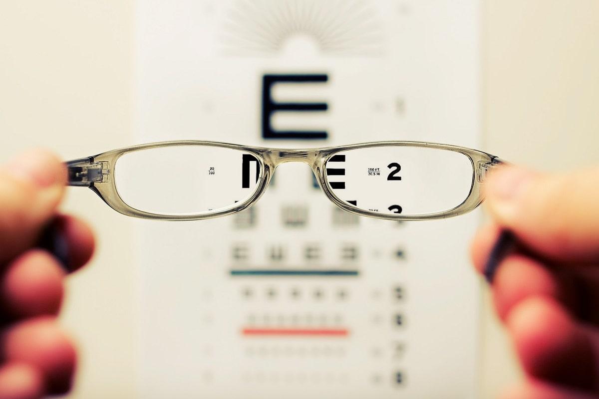 Eine Brille verschafft Durchblick, ein Offener Brief an die Bundeskanzlerin auch. (Foto: David Travis, Unsplash.com)