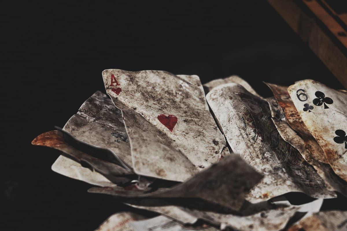 In Phasen des Zorns leiden Spielkarten erheblich. (Foto: Soroush Karimi, Unsplash.com)