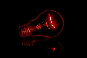 Das rote Licht als Symbol für die große Freiheit und das Milieu. (Foto: Terry Vlisidis, Unsplash.com)