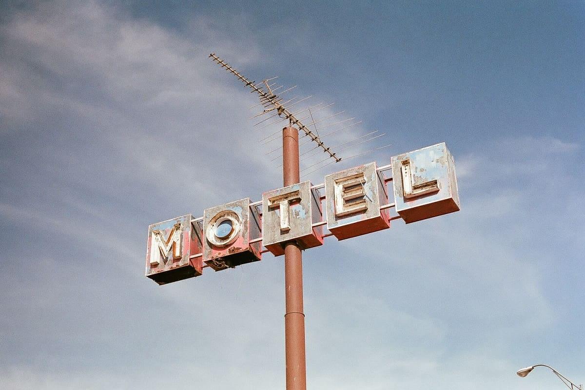 In Psycho ist ein Motel der Schauplatz. (Foto: Steven Lewis, Unsplash.com)