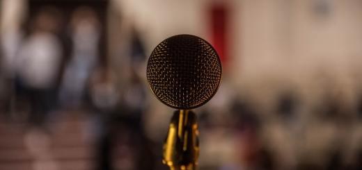 Lets talk about Politik oder Justiz zum Beispiel. (Foto: Ilyass Seddoug, Unsplash.com)