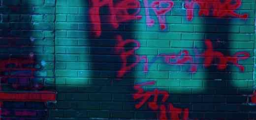 Help me breathe. Graffiti in Eua Claire, USA. Die Generationen können sich gegenseitig helfen. (Foto: Olu Famule, Unsplash.com)