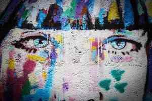 Heidelberg in Wien am Rhein ist von Kurt Tucholsky. Ein Graffiti in Wien. (Symbfoto: Max Jakob Beer, Unsplash.com)