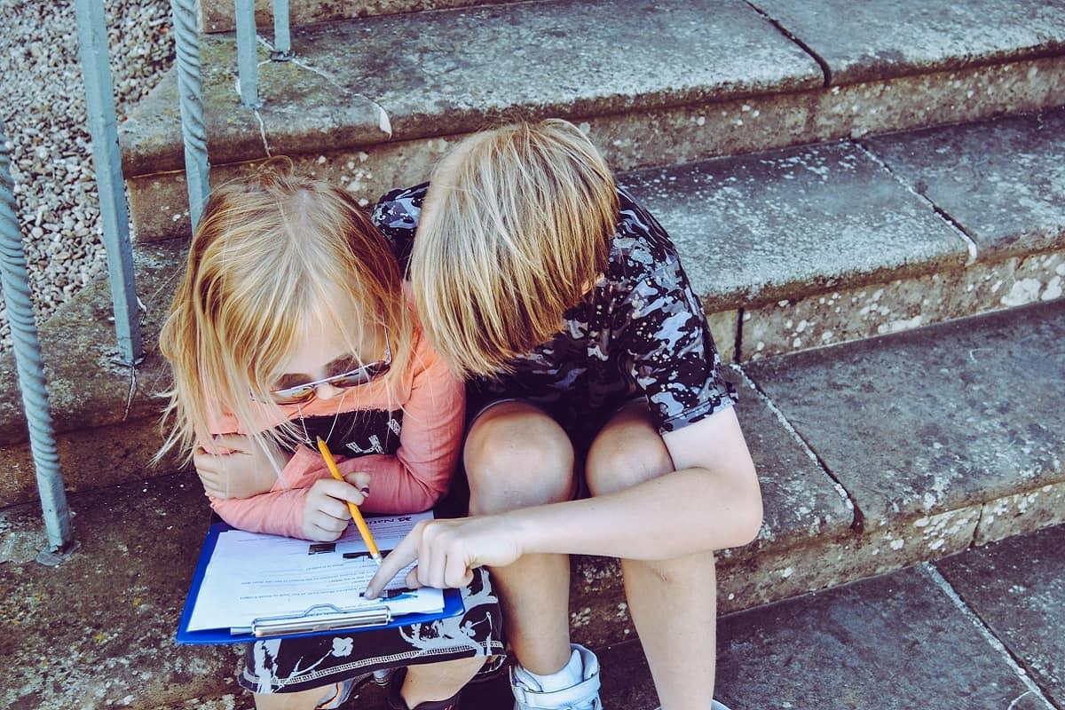 Auf Teilhabe und Lebensstandard haben alle Kinder ein Recht. (Foto: Rachel, Unsplash.com)