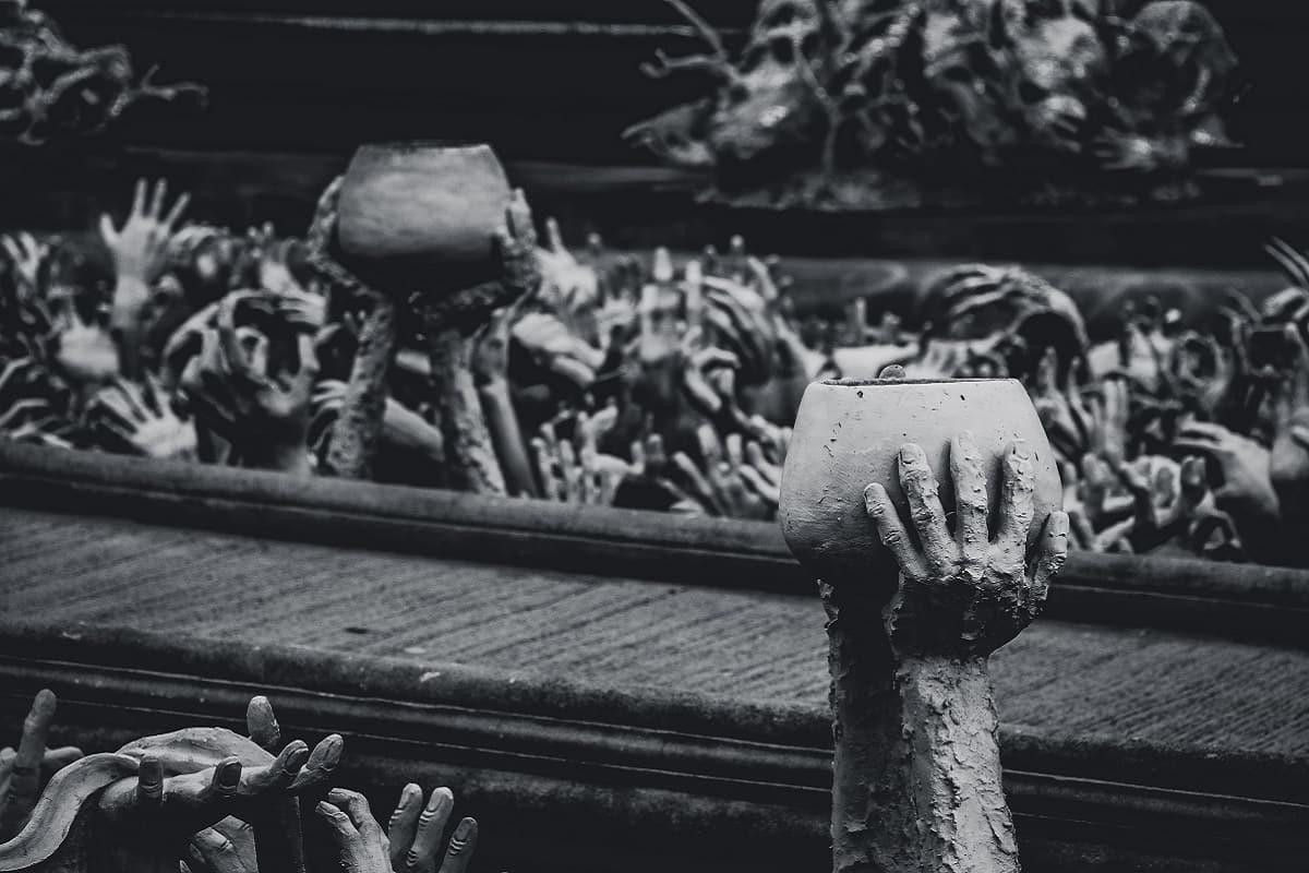 Demagogen verschleiern ihre Position. Hände suchen nach Arbeit. (Foto: JJ Ying, Unsplash.com)