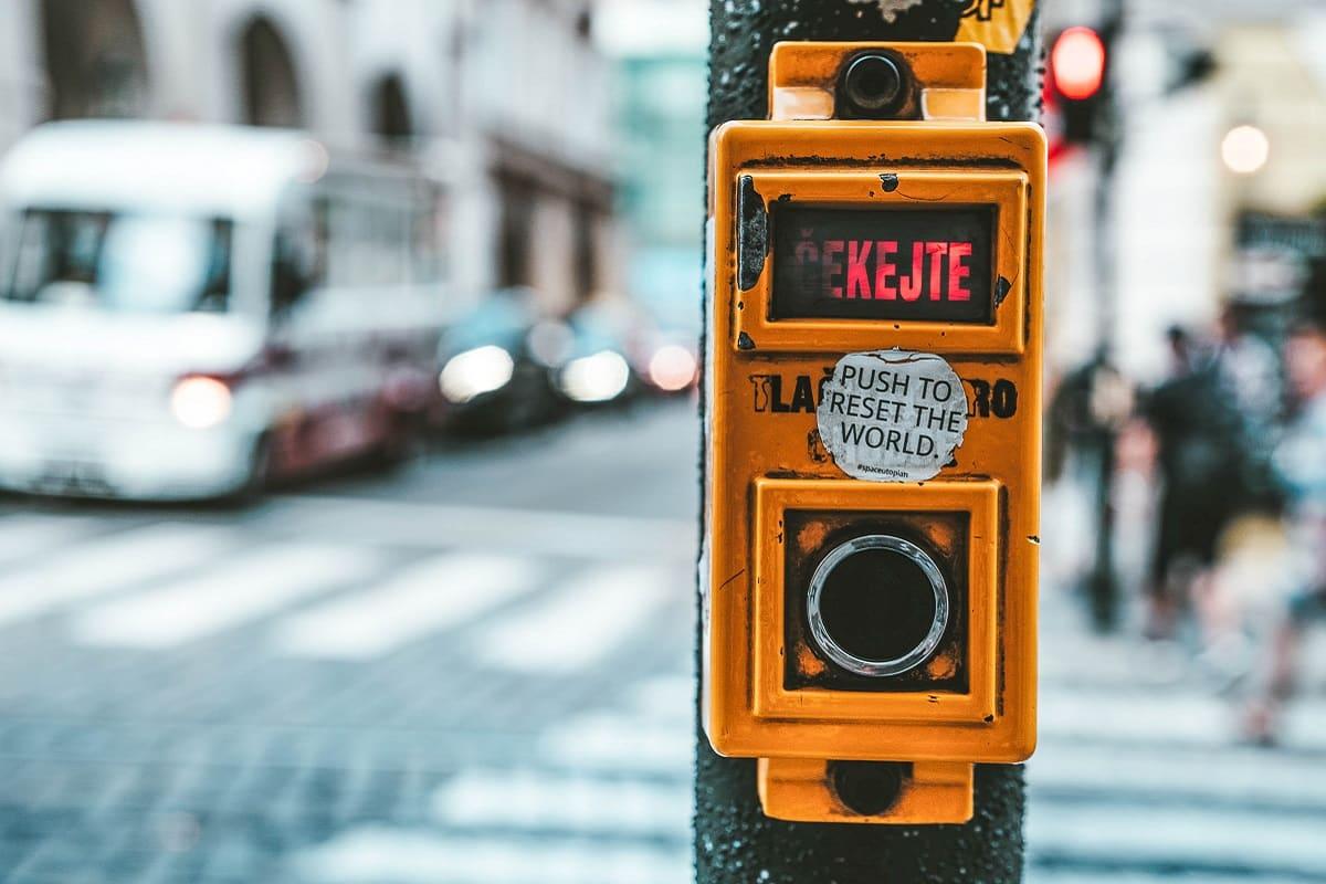 Der alte Staat ist nicht zukunftsfähig. Push to reset the world. (Symbolfoto: Tom Grunbauer, Unsplash.com)