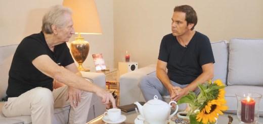 """Dirk C Fleck und Jens Lehrich in Folge 4 von """"Zwei Hambürger"""". Aus Liebe zum Menschen (Screenshot: ahundredmonkeys)"""