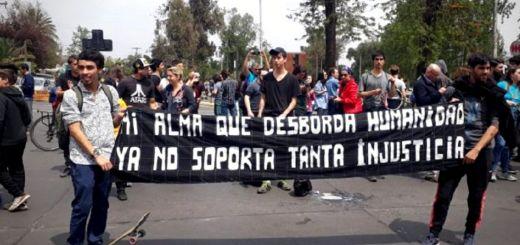 """Santiago de Chile am 18. Oktober 2019. """"Meine Seele, die die Menschheit überflutet, ich halte so viel Ungerechtigkeit nicht mehr aus."""" (Foto: Pressenza,com)"""