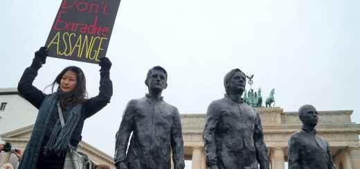 Don't Extradite Julian Assange. Berlin 27.11.2019 (Foto: Reto Thumiger; Pressenza)