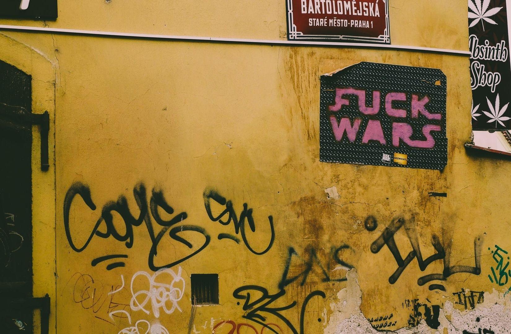 Eine Straße in Prag während der Zeit von Corona. (Foto: Jack Hunter, Unsplash.com)