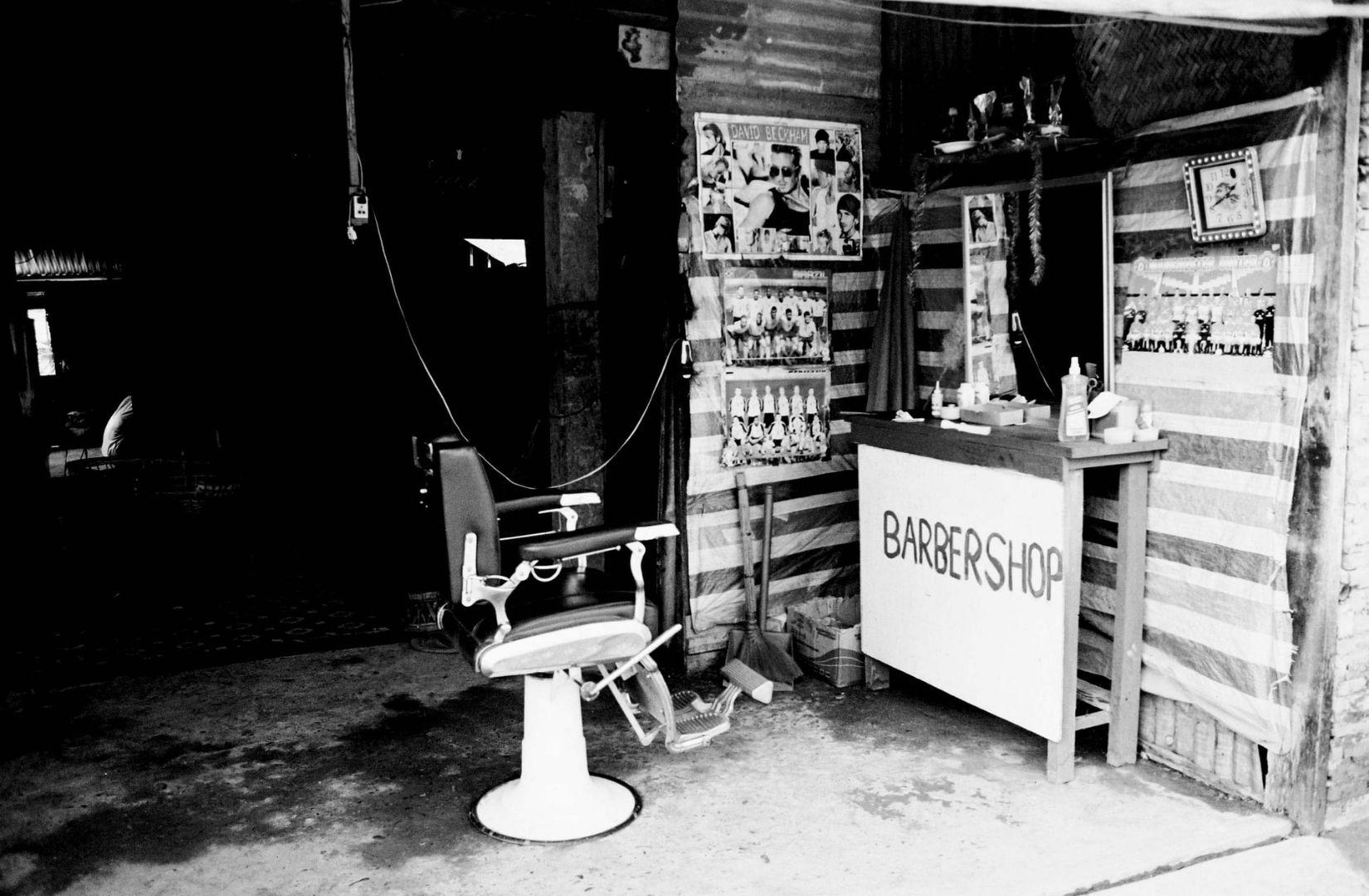Kommunikation findet auch in diesem Barbershop in Laos statt. (Foto: Hennie Stander, Unsplash.com)