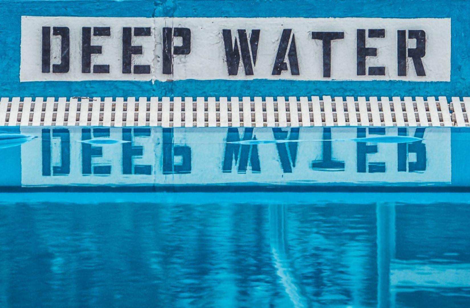Deep Water. (Foto: Rosie Kerr, Unsplash.com)