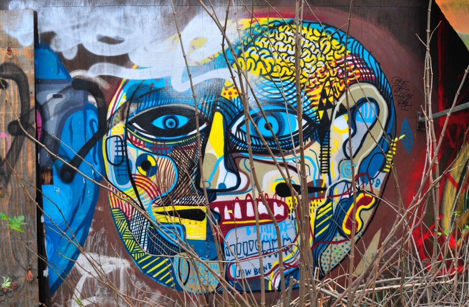 Kathargo als Strret Art? Nein, nur Gesichter. (Foto: Boudewijn Huysmans, Unsplash.com)