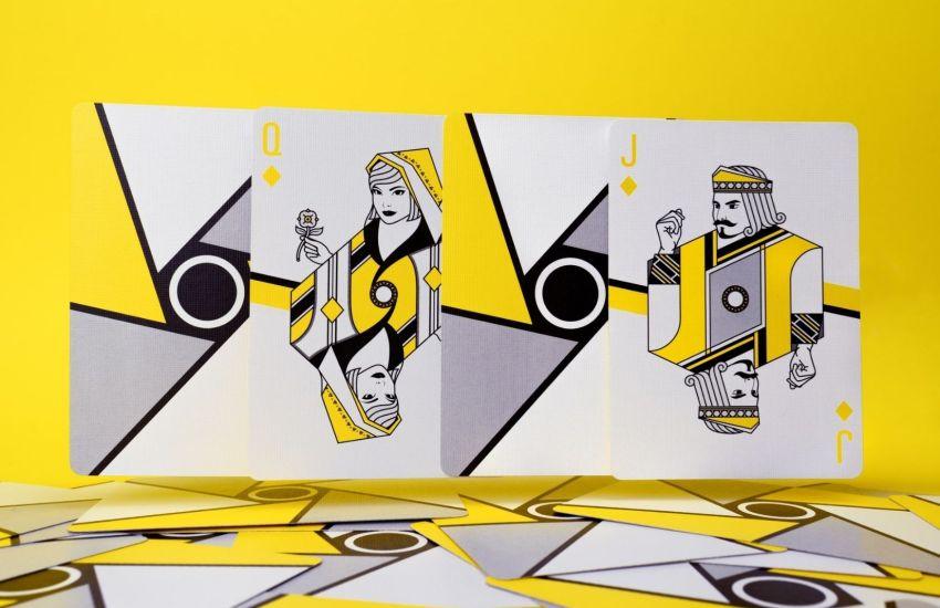 Kein Ausnahmezustand sind dauerhaft schlechte Karten. (Foto: Adam Fejes, Unsplash.com)