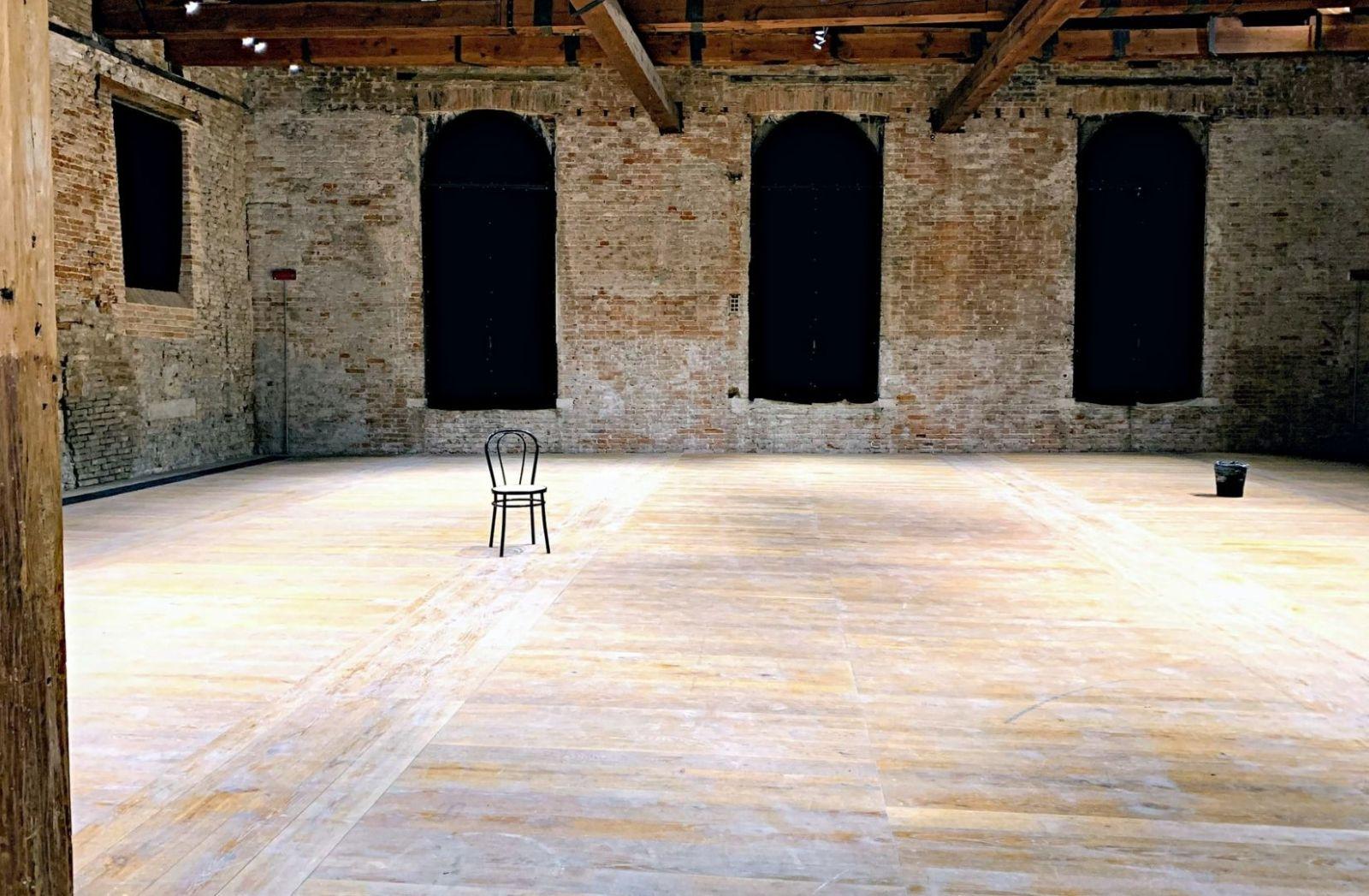 Vakuum auf der Bühne. (Foto: Serge Le Strat, Unsplash.com)