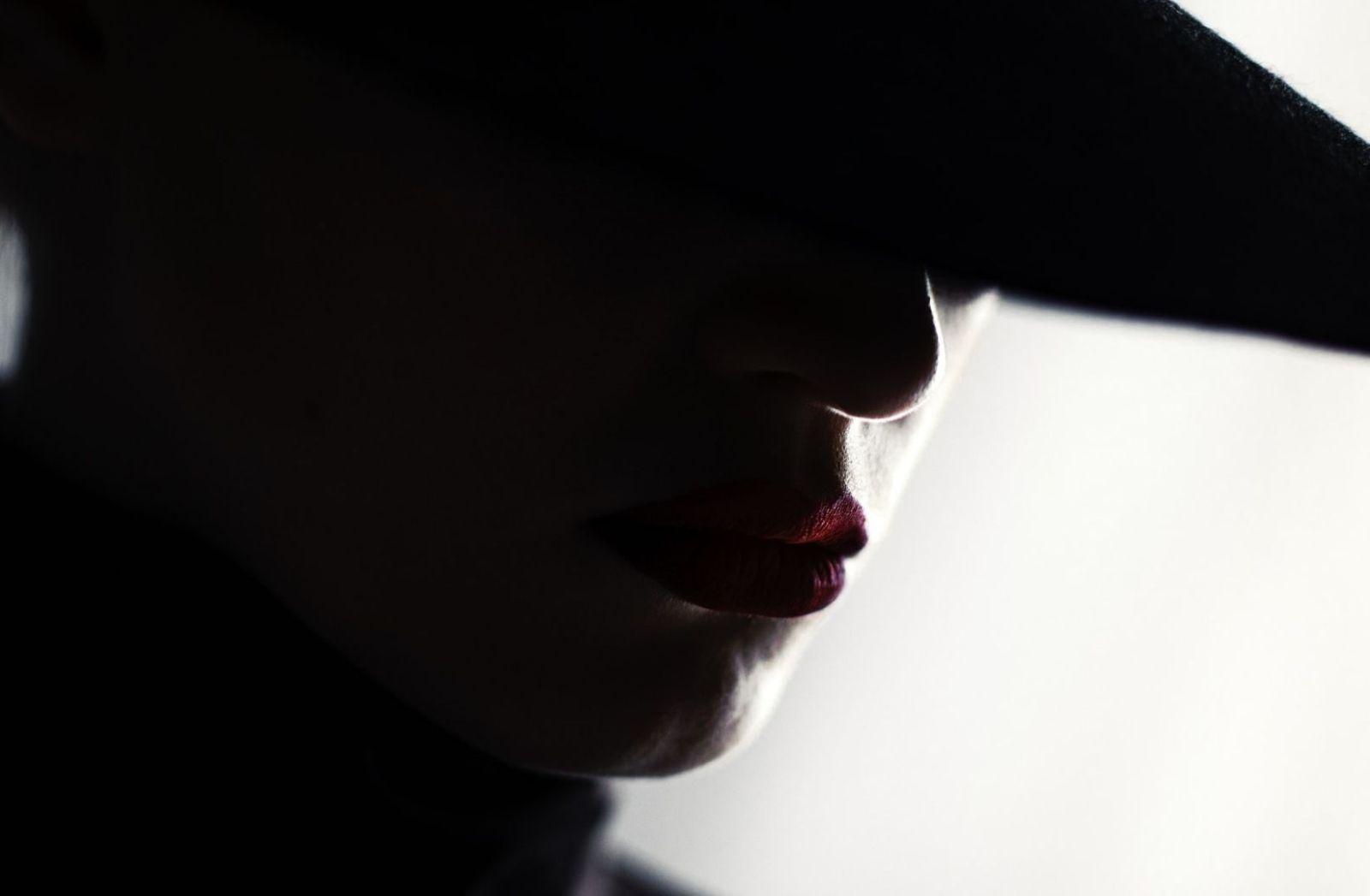 Woman black white. (Foto: Andrey Zvyagintsev, Unsplash.com)