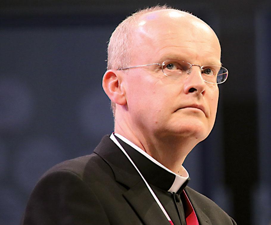 Mit Erschrecken hat Ruhrbischof Franz-Josef Overbeck auf die antijüdischen Proteste am Mittwochabend im Umfeld der Gelsenkirchener Synagoge reagiert.