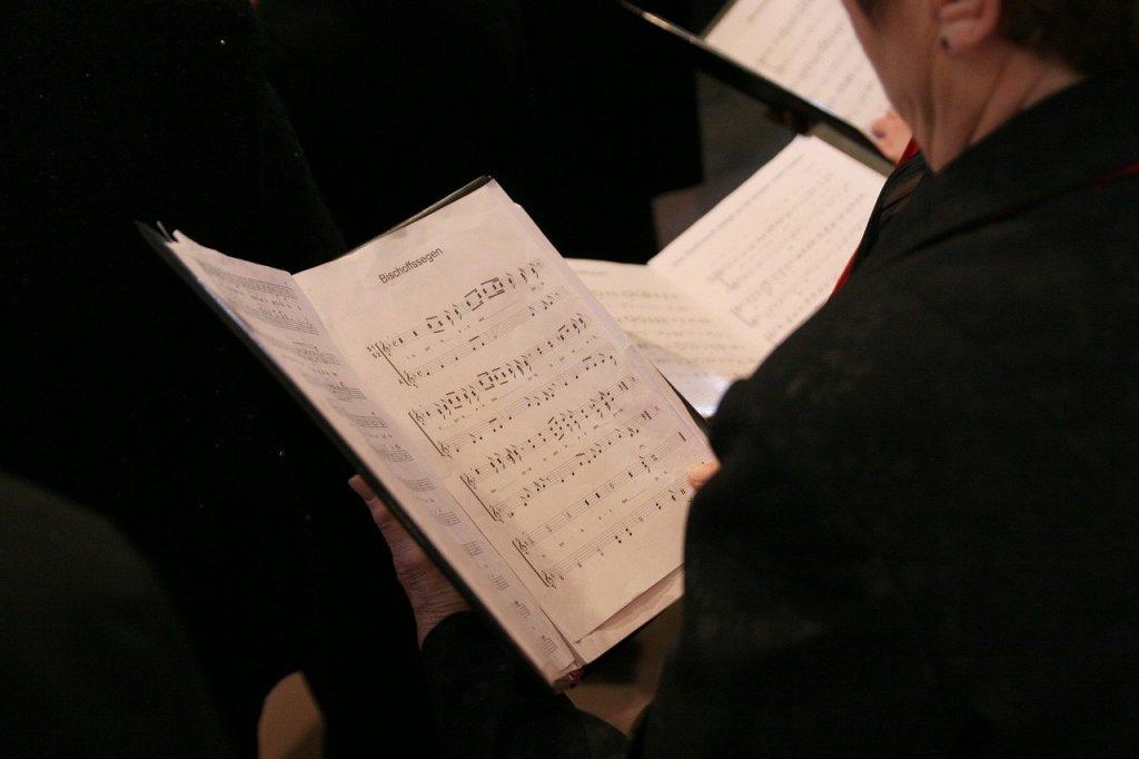 Der Virologe Alexander Kekule und derSPD-Gesundheitsexperte Karl Lauterbach macht plädieren für ein Gesangsverbot in Kirchen zu Weihnachten stark.