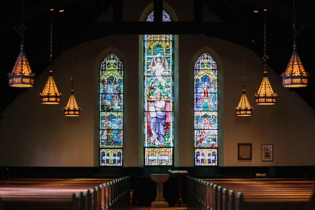 Die Diversitätsexpertin Judith Weber fordert die Kirche auf, selbstkritisch auf diskriminierendes oder vorurteilsbelastetes Handeln zu schauen.