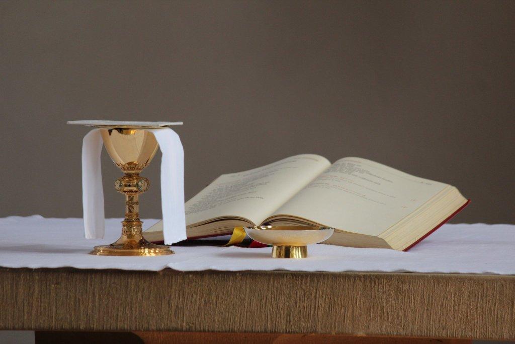 Die katholische Pfarrei St. Peter und Paul Witten Sprockhövel Wetter wieder Anmeldungen für Sonntagsgottesdienste entgegengenommen. Neben den laufenden Werktagsgottesdiensten werden für das Wochenende Samstag/Sonntag, 13./14. März, die ersten Sonntagsgottesdienste beziehungsweise Vorabendmessen wieder mit Besuchern geplant.