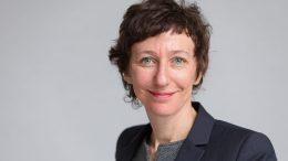 Die evangelische Theologin Julia Helmke (52) hört im September als Generalsekretärin des Deutschen Evangelischen Kirchentags (DEKT) auf.