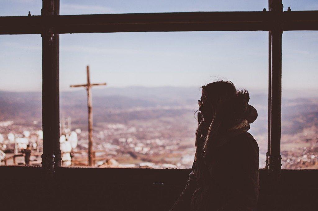 """Die Kirche hat Singles nach Einschätzung des Theologen Thomas Weißer zu wenig im Blick. """"Die Vorstellung, dass Menschen bewusst oder schicksalhaft allein leben, gibt es in der Kirche eigentlich nicht"""", sagte er im Interview des Portals katholisch.de am Freitag. Dabei handele es sich um eine """"eigenständige und wachsende gesellschaftliche Gruppe"""""""