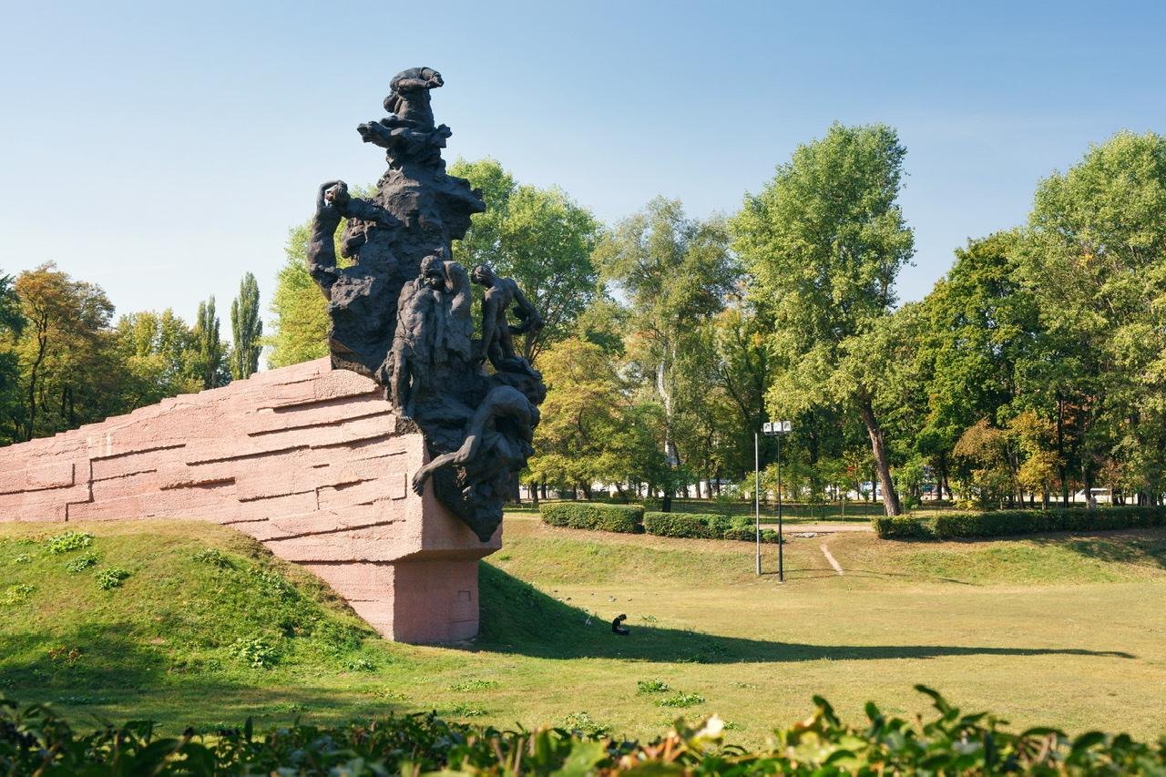 Unmittelbar vor der Teilnahme von Bundespräsident Frank-Walter Steinmeier an der Gedenkveranstaltung für die ermordeten Juden von Babi Jar am Mittwoch in Kiew, hat der ukrainische Botschafter in Berlin, Andrij Melnyk, die deutsche Erinnerungspolitik kritisiert.