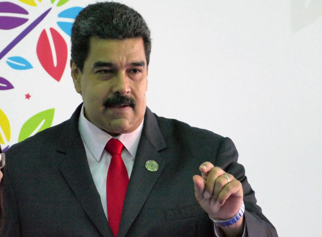 """Caracas –Venezuelas Präsident Nicolas Maduro hat per Video die Weihnachtszeit für eröffnet erklärt. Das wegen Menschenrechtsverletzungen umstrittene sozialistische Staatsoberhaupt zeigte sich bereits Anfang Oktober in dem weihnachtlich geschmückten Präsidentenpalast Miraflores in Caracas. """"In Venezuela werden wir ein fröhliches, strahlendes Weihnachtsfest voller Lichter und Farben haben"""", versprach Maduro."""