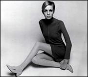 Twiggy w/Dolly Bird, 1967