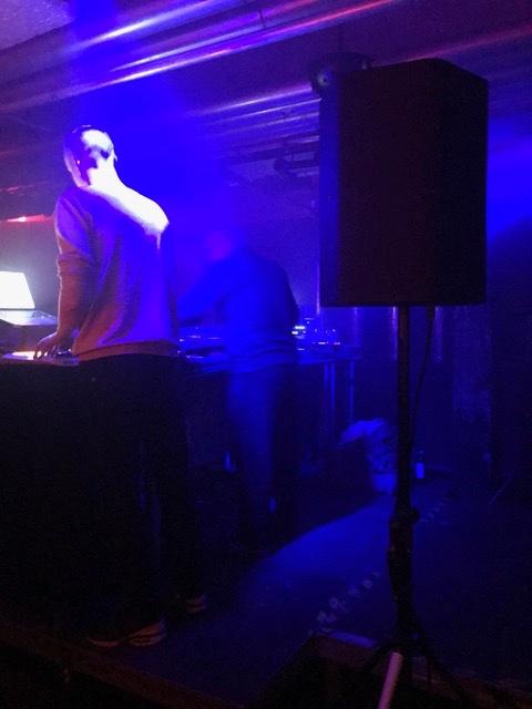 Rückenansicht der DJs Foto: © Petra Hammerstein